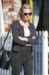 Celebrities Wonder 67775432_kirsten-dunst- musical-instruments-store_4.jpg