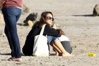 Celebrities Wonder 69423984_jessica-alba-beach_7.jpg