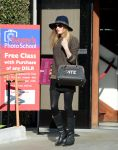 Celebrities Wonder 74895707_kate-bosworth-shopping-Samys-camera_2.jpg