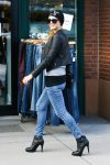 Celebrities Wonder 77886088_paris-hilton-shopping-in-aspen_5.jpg