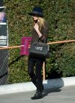 Celebrities Wonder 78560195_kate-bosworth-shopping-Samys-camera_1.jpg