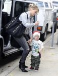 Celebrities Wonder 79640493_hilary-duff-son_4.jpg