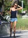 Celebrities Wonder 83672128_jessica-hart-bikini_7.jpg