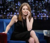 Celebrities Wonder 84454076_amy-adams-Late-Night-With-Jimmy-Fallon_6.jpg
