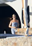 Celebrities Wonder 85392862_jennifer-aniston-courteney-cox-bikini_1.jpg