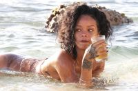 Celebrities Wonder 85504159_rihanna-bikini-barbados_8.jpg
