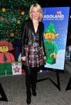 Celebrities Wonder 87017210_elizabeth-banks-LEGOLAND-California-Resorts-Annual-Tree-Lighting-Ceremony_1.jpg