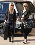 Celebrities Wonder 94914885_paris-nicky-hilton-shopping_4.jpg