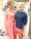 Celebrities Wonder 95155025_michelle-williams-louis-vuitton-beach-barbecue_6.jpg