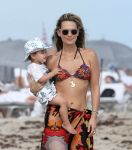 Celebrities Wonder 98325886_molly-sims-bikini_6.jpg