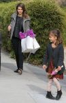 Celebrities Wonder 99086648_jessica-alba-taking-daughter-party_2.jpg
