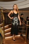 Celebrities Wonder 99665013_blake-lively- Van-Cleef-Arpels_1.jpg