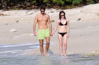 Celebrities Wonder 10899078_emma-watson-bikini_6.jpg