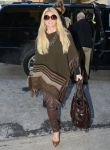 Celebrities Wonder 14452640_Jessica-Simpson-wearing-a-poncho_2.jpg