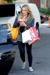 Celebrities Wonder 15056539_hilary-duff-hair-salon_2.jpg