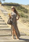 Celebrities Wonder 21362319_paris-hilton-At-Uruguayan-beach_2.jpg