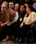 Celebrities Wonder 22739526_rihanna-cara-delevingne-basketball-game_2.jpg