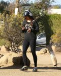 Celebrities Wonder 23602066_Vanessa-Hudgens-at-Runyon-Canyon_1.jpg