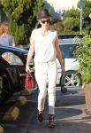 Celebrities Wonder 27202451_january-jones-grocery-shopping_4.jpg