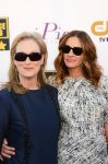 Celebrities Wonder 28741713_julia-roberts-meryl-streep-critics-choice_4.jpg
