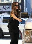 Celebrities Wonder 31767689_kate-beckinsale-whole-foods_7.jpg