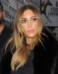 Celebrities Wonder 32080416_kim-kardashian-paris_8.jpg
