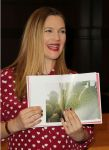 Celebrities Wonder 32544376_drew-barrymore-book-signing_7.jpg