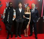 Celebrities Wonder 33161312_kylie-minogue-the-voice_7.jpg