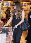 Celebrities Wonder 36551080_kate-beckinsale-whole-foods_8.jpg