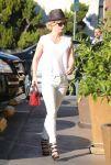 Celebrities Wonder 37033669_january-jones-grocery-shopping_3.jpg