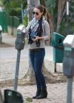 Celebrities Wonder 41089062_olivia-wilde-walking-dog_4.jpg