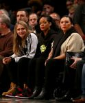 Celebrities Wonder 42220565_rihanna-cara-delevingne-basketball-game_1.jpg