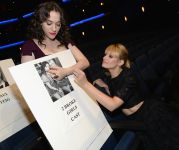 Celebrities Wonder 46756140_kat-dennings-beth-behrs-peoples-choice-press_3.jpg