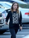 Celebrities Wonder 47393825_pregnant-olivia-wilde-whole-foods_4.jpg