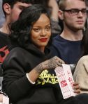 Celebrities Wonder 49102904_rihanna-cara-delevingne-basketball-game_5.jpg