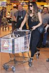 Celebrities Wonder 54548092_kate-beckinsale-whole-foods_5.jpg