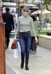 Celebrities Wonder 54938853_january-jones-shopping_4.jpg
