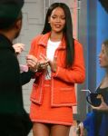 Celebrities Wonder 5612241_rihanna-good-morning-america_2.jpg
