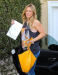 Celebrities Wonder 59943936_hilary-duff-recording-studio_8.jpg