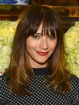 Celebrities Wonder 60978217_Tory-Burch-Rodeo-Drive-Flagship-Opening_Rashida Jones 2.jpg