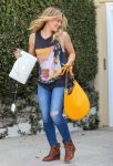 Celebrities Wonder 62395508_hilary-duff-recording-studio_3.jpg