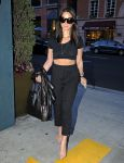 Celebrities Wonder 65653741_olivia-munn-nail-salon_5.jpg