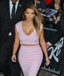 Celebrities Wonder 66039608_kim-kardashian-jimmy-kimmel-live_6.jpg