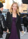 Celebrities Wonder 68763092_heather-graham-Live-With-Kelly-and-Michael_4.jpg