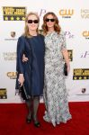 Celebrities Wonder 70850049_julia-roberts-meryl-streep-critics-choice_2.jpg