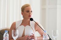 Celebrities Wonder 71709301_abbie-cornish-robocop-photocall_7.jpg