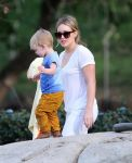 Celebrities Wonder 78166492_hilary-duff-with-her-son_4.jpg