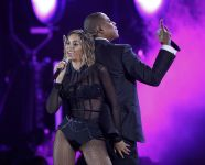 Celebrities Wonder 79077361_beyonce-performsg-rammy-2014_4.JPG