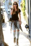 Celebrities Wonder 79307097_audrina-patridge-skinny-jeans_3.JPG
