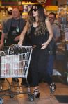 Celebrities Wonder 82048177_kate-beckinsale-whole-foods_4.jpg